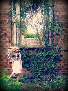 Little girl, indian headdress, feather hat, cowboys, indians, photoshoot, dream catcher, overgrown ivy