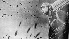 Η μάχη της Κρήτης ΜΑΙΟΣ 1941 Τα ξημερώματα της 25ης Απριλίου του 1941 ο Χίτλερ υπέγραψε την διαταγή υπ'αριθμόν 28. Η νήσος Κρήτη, έπρεπε να καταληφθεί από τις δυνάμεις της Βέρμαχτ. Αυτό θα βοηθούσε τη Γερμανία σε πολλά επίπεδα. Καταρχήν θα στερούσε από τους συμμάχους και κυρίως από το Βασιλικό Ναυτικό της Αγγλίας, πλήθος λιμένων που παρείχαν προστασία αλλά και ανεφοδιασμό στα πλοία του History, People, Greece, Greece Country, Historia, People Illustration, Folk