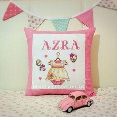 İnstagram / madebyigneiplik  Crossstitch baby pillow