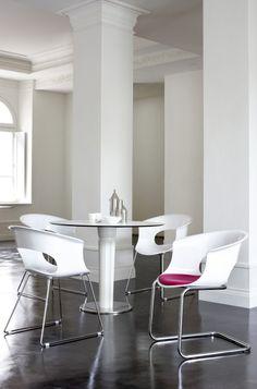 Design meubels online: #Strakke #design #meubels van Scab #Design in een #klassieke omgeving.