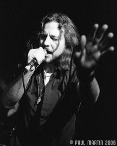 Pics Where Eddie Looks Hot - Part 2 - Page 296 - Pearl Jam Community