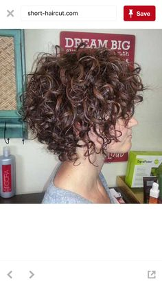 Gorgeous Short Curly Hair Ideas You Must See Cheveux courts bouclés Short Curly Hairstyles For Women, Haircuts For Curly Hair, Curly Hair Cuts, Cool Haircuts, Curly Hair Styles, Curly Short, Modern Hairstyles, Bob Hairstyles, Curly Bob