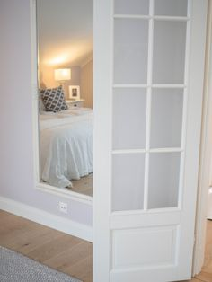 Valkoinen RUDE peilimme bloggarilla makuuhuoneessa