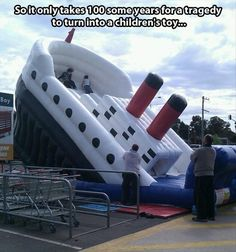 Oh man titanic blow up slide. This is sad, but lol! Funny Shit, The Funny, Funny Memes, Hilarious, Jokes, Funny Stuff, Random Stuff, Funny Things, Lol