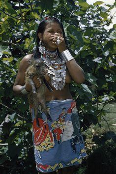 Central America: A laughing Choco woman, draped in heavy silver jewelry, holds a saino, Panama Darien Gap San Salvador, Native American Women, American Spirit, North And South America, Central America, Tegucigalpa, Darien Gap, Beautiful People, Amazing People