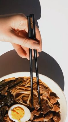 How to Eat with Chinese Chopsticks Life Kitchen, Looks Yummy, Chopsticks, Party Recipes, Kitchen Accessories, Keep It Cleaner, Spice Things Up, Chinese, Community