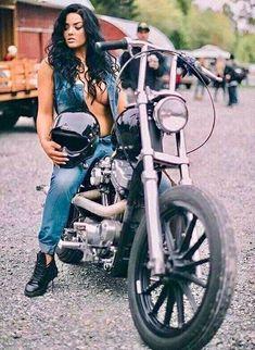 biker-babes-tattooed-pussy