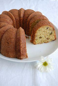 Polenta pistachio cake / Bolo de milho e pistache by Patricia Scarpin, via Flickr