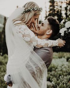 Tips For Planning The Perfect Wedding Day. Few brides and grooms found their wedding planning process to be stress-free. Wedding Goals, Wedding Pics, Wedding Couples, Wedding Dresses, Wedding Shot, Hipster Wedding, Rustic Wedding Photos, Rustic Wedding Photography, Wedding Couple Poses