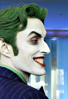 Character: Joker / From: DC Comics 'Batman' & 'Detective Comics' / Cosplayer: Anthony Misiano (aka Harley's Joker) Dc Cosplay, Joker Cosplay, Best Cosplay, Cosplay Costumes, Anthony Misiano, Personnage Dc Comics, Mode Bizarre, Batman Detective Comics, Marvel Comics
