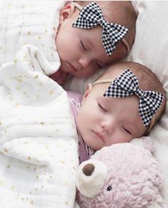 Cute Baby Twins, Twin Baby Girls, Cute Little Baby, Baby Kind, Twin Babies, Baby Love, Sleeping Babies, Newborn Babies, Adorable Babies