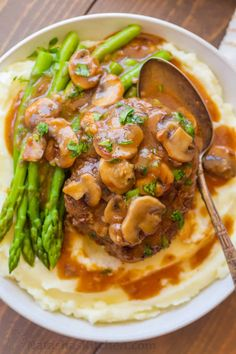 Classic Salisbury Steak Recipe with the most delicious Mushroom Gravy made in just 30 minutes! This easy one-pan meal is comfort food at its finest. #salisburysteak #salisburysteakrecipe #onepandinner #30minutemeal #steak #groundbeef #mushrooms #gravy #natashaskitchen Easy Steak Recipes, Meat Recipes, Cooking Recipes, Minute Steak Recipes, Turkey Steak Recipes, Sirloin Steak Recipes, Beef Steak, Venison, Sandwich Recipes