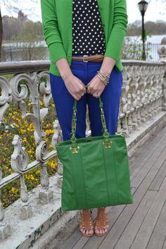 Green cardigan with cobalt pants Blue Pants Outfit, Cardigan Outfits, Casual Outfits, Cute Outfits, Green Outfits, Cardigan Azul, Green Cardigan, Cobalt Blue Pants, Navy Blue