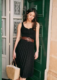 Classy Outfits, Casual Outfits, Pleaded Skirt, Look Fashion, Fashion Outfits, Cute Christmas Outfits, Style Parisienne, Parisian Style, Dress Me Up