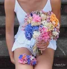 Ramo de novia con flores preservadas como la hortensia, achillea, lavanda, brunia..