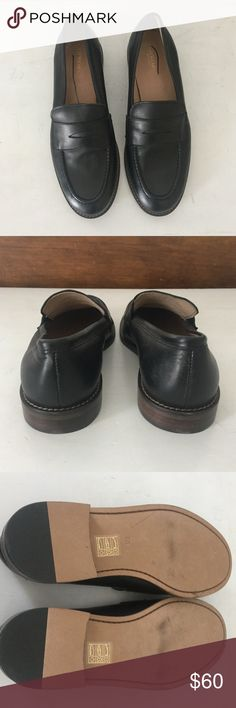 J Crew kids black leather penny loafers. Size K6 📓Back to School Sale✏️ Classic and timeless black leather penny loafers. These Italian leather loafers from J Crew/Crew Cuts are the perfect all around shoe for back to school and the holidays. Dress them up with wool slacks or a plaid skirt, or throw them on with rolled up jeans and a sweater.  There is no wrong way to wear these unisex shoes.  Size Big Kid 6 J. Crew Shoes Dress Shoes