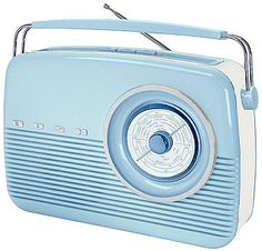 Adding a touch of retro styling to your home is easy to achieve with a vintage reproduction radio - all the ambiance of old styling but with. Poste Radio, Bleu Pale, Color Celeste, Retro Radios, D House, Transistor Radio, Record Players, Duck Egg Blue, Love Blue