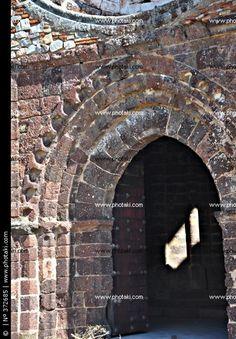 Portada de la iglesia del Castillo de Calatrava la Nueva, Órdenes Militares, Calzada de Calatrava City Photo, Castle, History, Towers, Castles, Historia