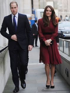 Kate Middleton, her husband Prince William and her family were on hand Friday (Jan. 11) at the National Portrait Gallery in London for the unveiling of the Duchess' official portrait, painted by Glasgow-born, South African-raised painter Paul Emsley