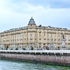 Fantastic buildings of the Belle Époque  Hotel Maria Cristina  Which star has already spent the night here. #spanien #sansebastian #reisen  @SSTurismo @SpanienTourism Travel Tips, attractions