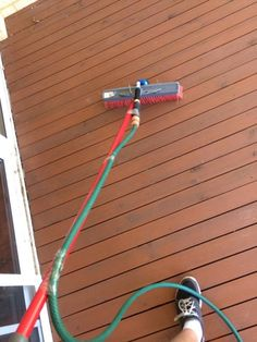Attach a hose to your broom to make cleaning your porch/deck so much easier. Life hacks, tips & tricks, diy tutorials, Diy Home Sweet Home Simple Life Hacks, Useful Life Hacks, Hacks Diy, Home Hacks, Ikea Hacks, Storage Hacks, Organization Hacks, House Cleaning Tips, Cleaning Hacks