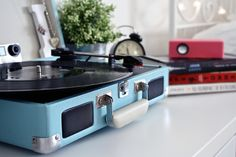 Looking for the best portable record player? Here's our roundup of the best portable turntables you can buy in Before the cassette player, the Best Portable Record Player, Interview Suits, Aries And Leo, Fire Signs, Earth Signs, Moda Vintage, Homemade Christmas Gifts, Love At First Sight, E Design