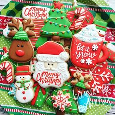 25 Christmas Sugar Cookie Tutorials and Inspiration! - Queens Cake Creations 25 Christmas Sugar Cookie Tutorials and Inspiration Christmas Sugar Cookies, Christmas Sweets, Christmas Cooking, Noel Christmas, Christmas Goodies, Holiday Cookies, Christmas Candy, Christmas Cupcakes, Holiday Desserts