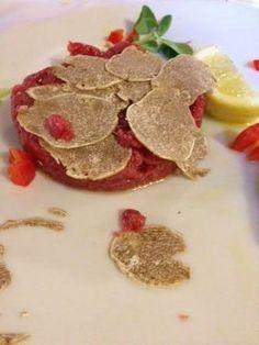Tartare with white truffle of Alba: Osteria del Vignaiolo  http://www.lov-eat.blogspot.it/2013/12/losteria-del-vignaiolo-e-il-tartufo.html