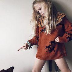 Pretty bossy girl. Regram from @giddyupandgrow #bobolikesyou #theunknownmountainjourney #aw15