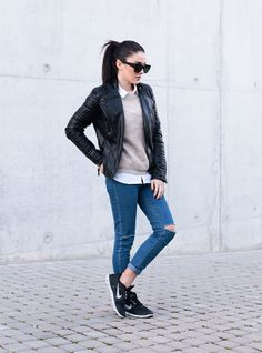 SPORTY AND COMFY