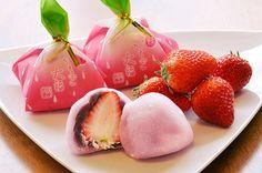 大崎丸善のイチゴ大福 Ichigo daifuku  -- Fresh strawberry and red bean paste wrapped in mochi