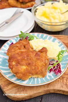 PULPE DE PUI DEZOSATE PANE | Diva in bucatarie Romanian Food, Cordon Bleu, Crockpot Recipes, Macaroni And Cheese, Food And Drink, Dishes, Chicken, Chocolate, Meat