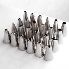 35PCS Russia Icing Piping Nozzles tulip Rose flowers Pastry Tips Cupcake maker tools Cake Decorating DIY dessert baking Nozzle *** You can get more details by clicking on the image.
