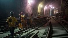 A new metro line in Rio de Janeiro promised for the 2016 Olympics will open just days before the event and will only work at half capacity, officials say.