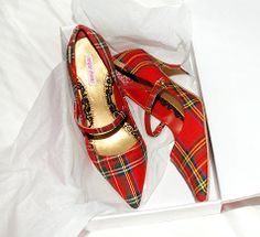 Lovely plaid shoes x Sock Shoes, Cute Shoes, Me Too Shoes, Shoe Boots, Tweed, Tartan Fashion, Scottish Fashion, Fashion Shoes, Latex Fashion