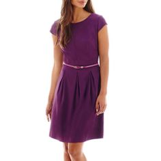 <p>Opt for simple, easy elegance. The structured silhouette and pleated detail of our fit-and-flare dress transforms you with an effortless quality.</p><ul><li>37