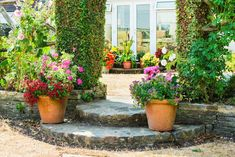Decorate the outside stairs with flower pots – 32 fresh farmhouse inspiration ideas that will enchant you