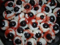 Litchi raisin noir et coulis de fruits rouges - Halloween Halloween Desserts, Zombie Halloween Party, Sugar Skull Halloween, Gothic Halloween, Halloween Dinner, Halloween Celebration, Halloween 2014, Halloween Birthday, Happy Halloween