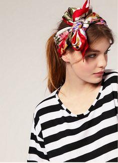 Découvrez comment mettre un foulard carré femme, de nombreuses idées et façons de mettre son carré en accessoire de mode façon tendance.