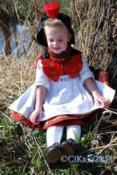 Das Rotkäppchen - The real Little Red Riding Hood - it's the folk costume of the Schwalm in North-Hessen.