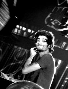 I love his smile. All I can say is he is perfectly beautiful. I love my Zayn Malik. Niall Horan, Zayn Mailk, Ex One Direction, One Direction Pictures, Liam Payne, Louis Tomlinson, Foto One, Zayn Malik Photos, X Factor