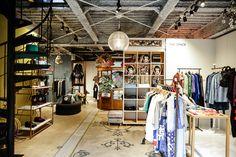 「ケイタマルヤマ(KEITA MARUYAMA)」の青山本店が9月24日、コンセプトストア「丸山邸 MAISON de MARUYAMA」としてリニューアルオープンする。これまで1フロアでコレクションとウエディングラインのみ展開していたが、リニューアル後は従来のラインナップに加え、同ストア限定商品や他ブランドとのコラボレーションアイテム、家具、食器、お土産物などを1階と2階の2フロアに渡って展開する。内装はパリで買い付けた壁紙やアーカイブの布をプリントしたものを壁に配し、リニューアル前の青山店で使用していた扉、パリに店舗を構えていた頃のカーテンをフィッティングルームで使用するなど、和洋・新旧が融合した空間になっている。