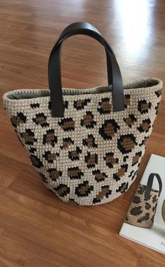 45 Amazing and simple Different colors Crochet bag patterns and handbag ideas 2019 . - Fashionable bags - 45 Amazing and Simple Different Colors Crochet Bag Patterns and Handbag Ideas 2019 … - Crochet Shell Stitch, Crochet Tote, Crochet Handbags, Crochet Purses, Easy Crochet, Free Crochet, Purse Patterns, Crochet Patterns, Crochet Ideas