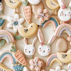 A biscuit decorator extraordinaire. Fancy Cookies, Iced Cookies, Cute Cookies, Easter Cookies, Cupcake Cookies, Easter Treats, Sugar Cookies, Cupcakes, Cookie Icing