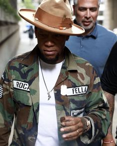 Military Jacket on Point! Black Men Casual Style, Big Men Fashion, Fashion Outfits, Fedora Outfit, Hats For Men, Hat Men, Cool Hats, Urban Chic, Well Dressed Men