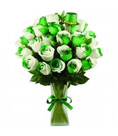"""The Ultimate Rose's """"Snowy Evergreen"""" roses are the perfect way to send some holiday cheer this season. Our signature """"world's most colorful roses"""" are green and white bi-colored, live roses that will add the pefect festive touch to any holiday party. Light Pink Flowers, Colorful Roses, Unique Flowers, Blue Roses, Winter Flowers, Spring Flowers, Rainbow Roses, Spring Sign, Luck Of The Irish"""