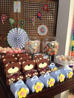Marsha and the bear party Festa Marsha e o urso para os 4 anos da Anália!! -maletinha com flor uma graça