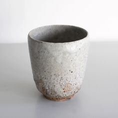 The water cup is back in stock by Swedish potter Stefan Andersson. This time with a nice shiny white surface sitting on the textured clay body. #OEN #the189 #shop #potter #pottery #ceramics #clay #tableware #buy #shop #gift