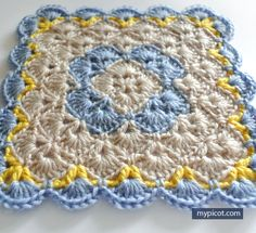 Crochet Square Blanket This crochet pattern / tutorial is available for free. Crochet Square Blanket, Crochet Baby Blanket Free Pattern, Granny Square Crochet Pattern, Crochet Stitches Patterns, Crochet Squares, Crochet Designs, Stitch Patterns, Knitting Patterns, Crochet Blocks