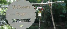 Ben je op zoek naar persoonlijke en originele decoratie voor jullie bruiloft? Dan ben je bij Vierdeliefde.nl aan het goede adres. Michelle maakt alle decoratie zelf en daarom is alles dus geheel aan te passen naar jullie wensen. Wat dacht je bijvoorbeeld van leuke kaartjes voor op tafel? Of plantbare confetti? Het is allemaal te vinden bij Vierdeliefde.nl//Klik voor meer info!